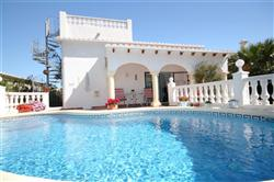 01316M Villa with Hearted Pool, Close to Amenities