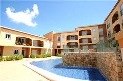 01386T Immaculate, Spacious Garden Level Apartment